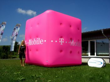 Werbewürfel for T-Mobile 4x4x4m