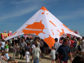 Startent auf Sand & Display-Max | StartTent 14 Metres u2013 the robust event tent shaped ...